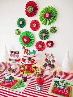 use this basic technique to turn scrapbooking paper wallpaper or colored cardstock into a festive decoration - Christmas Party Decorations