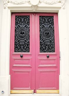 Pink doors in Paris.//I'm going to hunt these down - @Alisha Thielepape feel free to visit me and I'll make sure to take you to them after I find them :)