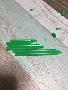 お正月に!ペットボトルキャップとストローで作るミニミニ門松 - 暮らしニスタ Plastic Cutting Board, Triangle