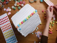 11 Borderline Genius Tips For Making A Gingerbread House These basic tricks will take your gingerbread house to the next level. Homemade Gingerbread House, Gingerbread House Patterns, Gingerbread House Template, Christmas Gingerbread House, Christmas Treats, Christmas Baking, Gingerbread Houses, Christmas Houses, Christmas Recipes