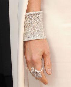 I still haven't gotten over this 163 carat rose cut diamond Anna Hu Cuff that Gwyneth Paltrow to the Oscars! Sigh!