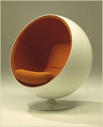 The classic Ball Chair by Finnish designer Eero Aarnio - often decked out with speakers or a telephone Ball Chair, Egg Chair, Sofa Chair, Futuristic Furniture, Retro Furniture, Furniture Design, George Nelson, Bubble Chair, Cool Chairs