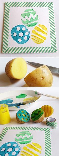 Hier gehen die Kartoffeln doch glatt als Eier durch! Einfach längs halbieren, Muster reinschneiden und dann mit Plakatfarbe tolle Osterkarten und Deko drucken.