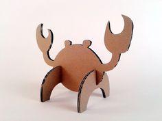 Crabs for beach Cardboard Animals, Cardboard Paper, Cardboard Crafts, Paper Crafts, Paper Clay, Diy For Kids, Crafts For Kids, Cardboard Sculpture, Art Plastique