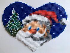 COEUR PERE NOEL - en perles mini Hama Beads Design, Hama Beads Patterns, Beading Patterns, Pixel Art Noel, Pearl Beads Pattern, Christmas Perler Beads, Art Perle, Motifs Perler, Beading For Kids