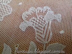 Tambour Embroidery, Types Of Embroidery, Embroidery Applique, Bordado Popular, Bobbin Lace Patterns, Lace Doilies, Needle Lace, Lace Making, Lace Flowers