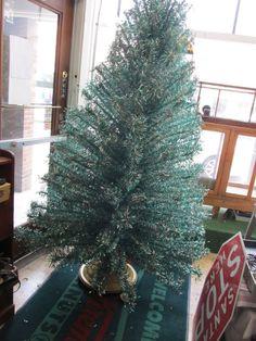 RARE Vtg 7 1/2' Green & Silver Twist Curl Aluminum Christmas Tree 208 Branches 2