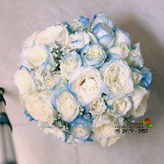 Branco significa paz, aonde existe paz, existe amor. A rosa azul, significa o verdadeiro amor. Juntos essas duas cores no buquê de noiva, carrega um significado forte. Um dos buquês de noiva que fizemos com muito carinho, para uma noiva incrível  http://www.floriculturasantana.com.br/