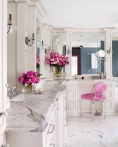 Gorgeous bathroom! Love the color of the flowers too :)