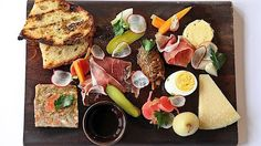 Image from http://images.goodfood.com.au/2014/03/21/5282494/Four%20in%20Hand-620x0.jpg.