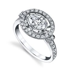 Engagement Envy: 20 Rings that Rock Our World - Hello Oval! Radiant Engagement Rings, Nontraditional Engagement Rings, Engagement Ring Pictures, Pear Shaped Engagement Rings, Engagement Rings Cushion, Three Stone Engagement Rings, Oval Engagement