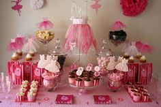 A ballerina table fit for any little girls dream birthday party. So cute. Pair this with those delightful ballerina cupcakes and she will be in heaven.