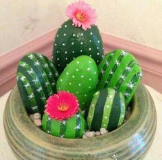 Decoración de piedras, nopales,pintados a mano. Centros de mesa, fiesta mexicana, cumpleaños
