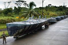 Semi-submersibles have been one of the most successful ways of carrying cocaine from Colombia to Mexico due to their undetectability by radar. This one was captured in the operation Odin II in March 2006 and was capable of holding 6 tons of cocaine. Jurassic Park Ii, Submarine For Sale, Underwater Crafts, Midget Submarine, Sailboat Interior, Futuristic Cars, Futuristic Vehicles, Abandoned Ships, Navy Ships