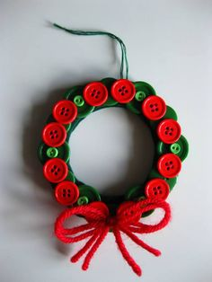 Turkishly Delightful: 25 Days of Ornaments: The Cutest Button Wreath ornament Christmas Button Crafts, Christmas Buttons, Christmas Ornament Crafts, Diy Christmas Gifts, Handmade Christmas, Holiday Crafts, Christmas Wreaths, Christmas Decorations, Button Wreath