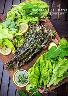 Sardine la grill cu sos gremolata, o reteta simpla. Gremolata Recipe, Grilled Sardines, Sardine Recipes, Sardinia, Avocado Toast, Seafood, Grilling, Bacon, Good Food