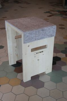 Wooden stool with felt  upcycle recycle door BuurmanRotterdam