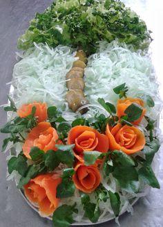 SALADAS DECORADAS Soup Recipes, Salad Recipes, Veggie Snacks, Fruit And Vegetable Carving, Soup And Salad, Food Art, Food Inspiration, Cabbage, Veggies