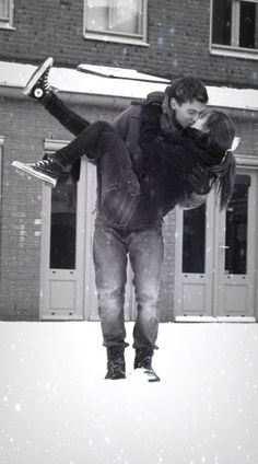 Adorable winter engagement photo | outdoor engagement photo | winter photo shoot