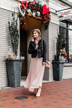 3 Simple Outfit Ideas for Valentine's Day - Style Worthy Dressy Outfits, Night Outfits, Simple Outfits, Cute Outfits, Comfy Heels, Jeans With Heels, Wide Leg Jeans, Holiday Outfits, Get Dressed