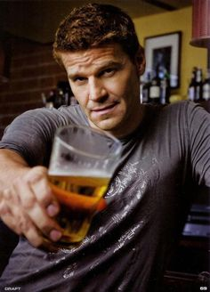 """Actor: David Boreanaz: He plays the Part of FBI Special Agent: Seeley Booth in The TV Crime Drama Series: """"Bones. Booth And Bones, Booth And Brennan, Beautiful Men, Beautiful People, Seeley Booth, Actor Studio, David Boreanaz, Matthew Mcconaughey, Cute Actors"""