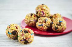 Two kids' favourites, coloured sprinkles and chocolate chips, add flavour and crunch to these tasty peanut butter treats. Serve as a snack anytime of day. Or, surprise your kids and pack a serving of these Peanut Butter Snack Bites with Sprinkles in their lunch bags.