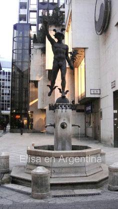 Statue Hermès, Váci Utca @ Budapest