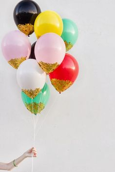 Wedding Ideas - DIY Confetti Balloons via Studio DIY