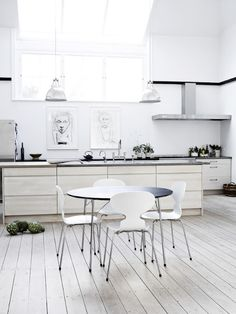 I adore white kitchens. I love how this kitchen has a slightly 'off white' colour - successfully giving a modern elegant feel without been to clinical looking.