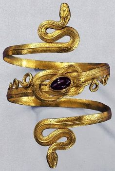 Gold Snake Bracelet with garnet, from the Greek-Hellenistic period, century BC. This is 1100 years after Aissa's story, but I thought that the Lady might have snake bracelets too. Ancient Jewelry, Antique Jewelry, Vintage Jewelry, Ancient Egyptian Clothing, Ancient Bracelet, Egyptian Fashion, Ancient Greek Art, Greek Fashion, Antique Lace