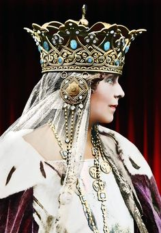 Royal Crowns, Royal Jewels, Tiaras And Crowns, Crown Jewels, History Of Romania, Romania People, Romanian Royal Family, Diamond City, Royal Family Trees