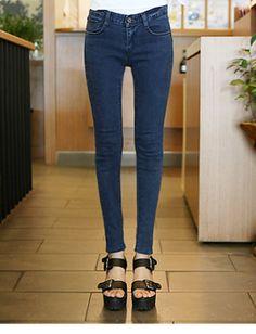 Today's Hot Pick :时尚街头★纯色五兜款小脚牛仔裤 http://fashionstylep.com/SFSELFAA0014092/hkm0977cn/out 清新简约风,GOGOSING 再上新品啦~ 简约风格,基本款式,即便是在人群中也一样抢眼~! 气质宁静的色彩,带来舒适优雅的视觉感受~ 经典的五兜款型,释放着潮流大气~! 小脚裤型,展现修长双腿,打造完美的黄金分割比例! 优质的面料,弹力十足,穿着舒适又百搭~ MM们不可错过的绝佳的搭配之选哦!! - 纯色 - - 五兜款 - - 修身 -