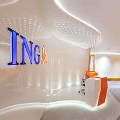 Le secteur financier à l'avant-garde 30 mai 2012 ING, l'une des plus importantes marques de services bancaires et d'assurance, a fait appel à l'architecte Robert Majkut, expert dans la création de projets complexes, pour réhabiliter son siège à Varsovie, en Pologne.
