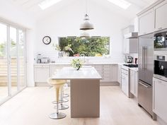 The best Farrow & Ball paint colours 2019 Off White Paints, Best White Paint, White Paint Colors, Neutral Paint, Gray Paint, Paint For Kitchen Walls, Kitchen Paint Colors, White Kitchen Cabinets, Farrow Ball