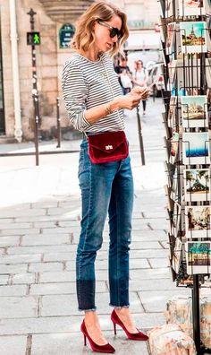 Coordene calças justas como o jeans skinny com scarpins. Por ter o bico fino, eles ajudam a dar a impressão de um corpo mais alto.