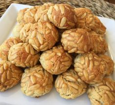 Hacemos auténticos Panellets, con Thermomix® , una receta de Postres y dulces, elaborada por MARIBEL OSETE GUERRERO. Descubre las mejores recetas de Blogosfera Thermomix® Sabadell Thermomix Desserts, Scandinavian Christmas, Almond, Bakery, Deserts, Food Porn, Food And Drink, Sweets, Healthy Recipes