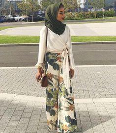68 Ideas For Dress Winter Outfit Hijab Kleider hijab Source by ideas hijab Modern Hijab Fashion, Arab Fashion, Hijab Fashion Inspiration, Islamic Fashion, Muslim Fashion, Modest Fashion, Fashion Outfits, Emo Fashion, Egypt Fashion