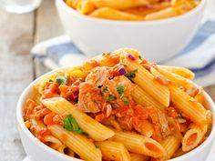 pâtes, tomates concassées, thon, oignon, thym
