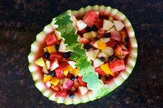 HOW TO MAKE A WATERMELON BOWL BY STRAWBERRYPEPPER, VIA FLICKR