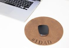 DIY Fathers Day Gifts - DIY Engraved Mousepad - Homemade Presents and Gift Ideas for Dad - Cute and Easy Things to Make For Father Cool Fathers Day Gifts, Diy Father's Day Gifts, Father's Day Diy, Fathers Day Crafts, Cute Gifts, Gifts For Dad, Best Gifts, Diy Mouse Pad, Dad Images