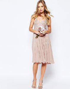 Imagen 1 de Vestido estilo camisola a media pierna adornado de ASOS WEDDING