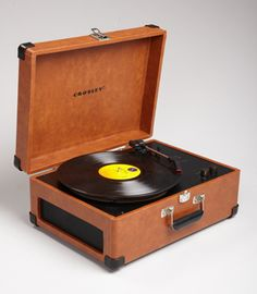 Crosley Keepsake USB Turntable If u r going to go classic with today's technology, this is the one, and don't forget the big earmuff headphones! Retro Record Player, Record Players, Heavy Metal, Usb Turntable, Nostalgia, We Will Rock You, Phonograph, Good Ole, The Good Old Days