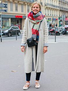 【ELLE】パリで流行中のベルテッドスニーカーを愛用|エル・オンライン