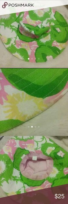 Lilly Pulitzer Sun Hat Fair condition  Multiple spots and dirt marks Lilly Pulitzer Accessories Hats