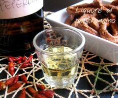 Il liquore al peperoncino è un liquore... con del carattere! Preparato con un'infusione di peperoncini in alcool, vi aiuterà a digerire anche i pasti più...