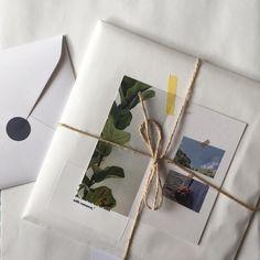 """눈고☺︎ 在 Instagram 上发布:""""배송 모두 끝냈어요 🚛📦 블로그에서 확인해주세요! 중간에 문제가 있었는데 기다려주시고 괜찮다고 말씀해주셔서 정말 감사했어요 ෆ ‧⁺◟( ᵒ̴̶̷̥́ ·̫ ᵒ̴̶̷̣̥̀ ) 다들 천사셔,, ෆ +월요일에 발송한 준등기 도착했다고 우체국에서 알람이…"""" Creative Gift Wrapping, Creative Gifts, Diy And Crafts, Paper Crafts, Pen Pal Letters, Gift Packaging, Packaging Ideas, Packaging Design Inspiration, Mail Art"""