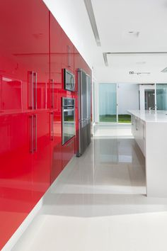 Kitchen colors red and white   Cocinas Integrales Mödul Studio