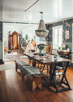 Below are the Bohemian Dining Room Design Ideas. This post about Bohemian Dining Room Design Ideas was posted under the Dining Room category by our team at June 2019 at pm. Hope you enjoy it and don't forget . Home Interior, Living Room Interior, Interior Design, Design Interiors, Interior Modern, Home Theaters, Minimalist Dining Room, Modern Minimalist, Dining Room Inspiration