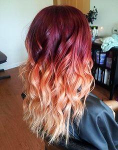 A gente adora cabelos coloridos! Olha que lindo este degradé de vermelho, rosa e laranja?