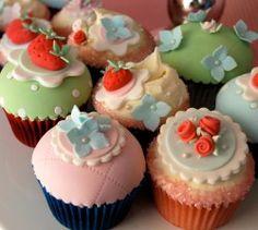 Cupcake Decoration Workshop - Vintage or Cath Kidston cupcake decorating #hen party